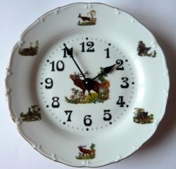 Nástěnné hodiny talířové s loveckým motivem